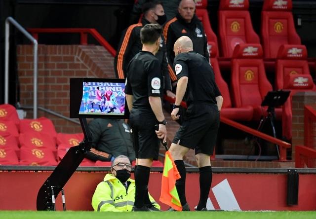 Trọng tài quay lưng, Liverpool vẫn thắng ngoạn mục trước Man Utd - 7