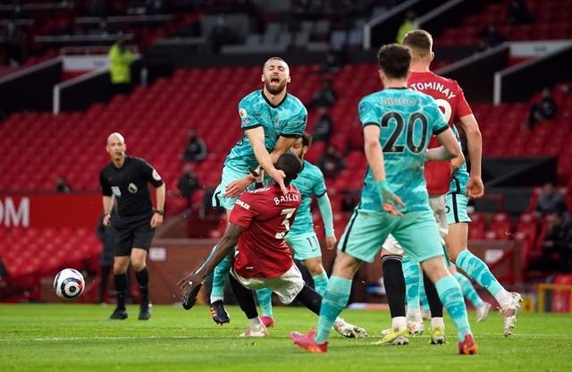 Trọng tài quay lưng, Liverpool vẫn thắng ngoạn mục trước Man Utd - 6