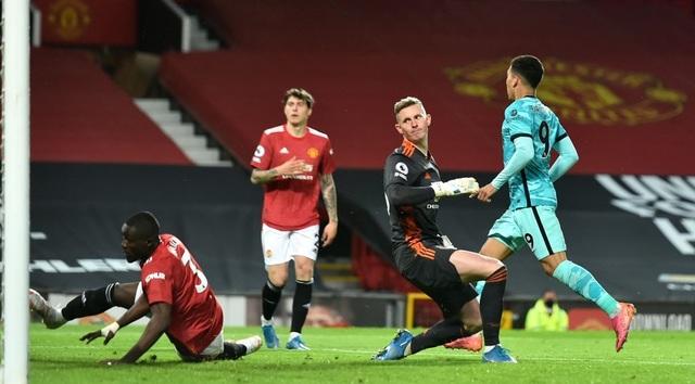 Trọng tài quay lưng, Liverpool vẫn thắng ngoạn mục trước Man Utd - 11