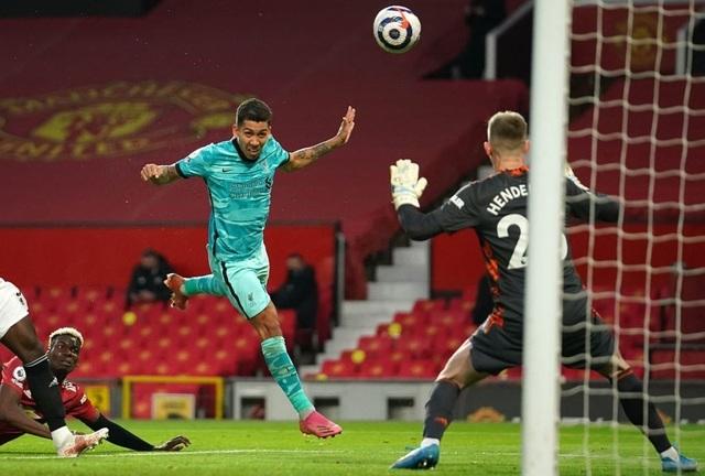 Trọng tài quay lưng, Liverpool vẫn thắng ngoạn mục trước Man Utd - 10