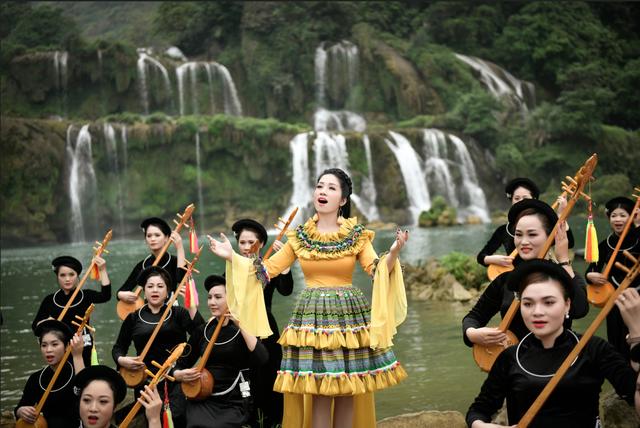Sao Mai Phương Nga ra mắt album mừng sinh nhật Bác