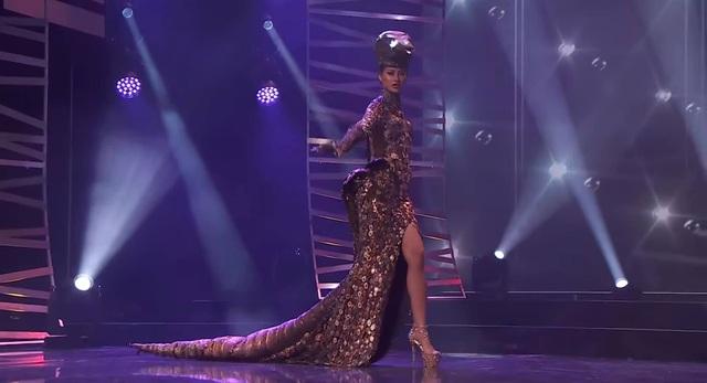 Khánh Vân hoàn tất đêm thi trang phục dân tộc ở Hoa hậu Hoàn vũ - 4