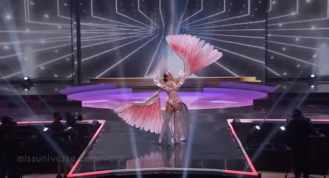 Khánh Vân hoàn tất đêm thi trang phục dân tộc ở Hoa hậu Hoàn vũ - 7