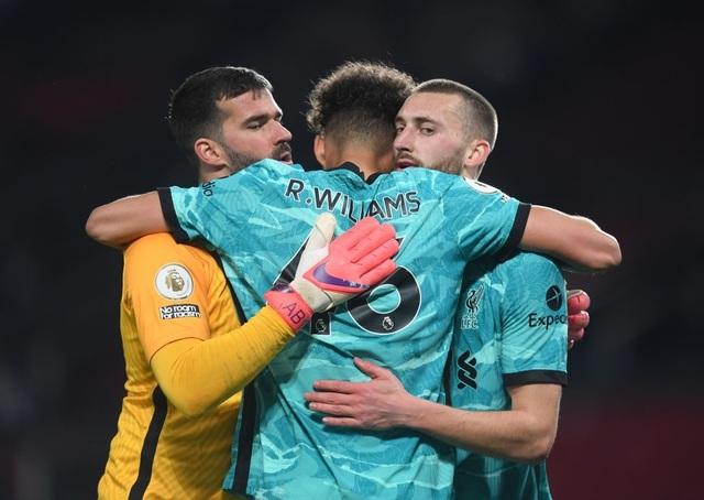 Trọng tài quay lưng, Liverpool vẫn thắng ngoạn mục trước Man Utd - 17