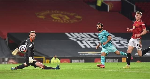 HLV Solskjaer: Man Utd thua vì biếu cho Liverpool hai bàn thắng - 3