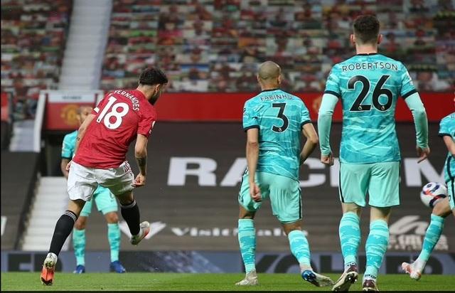 HLV Solskjaer: Man Utd thua vì biếu cho Liverpool hai bàn thắng - 1
