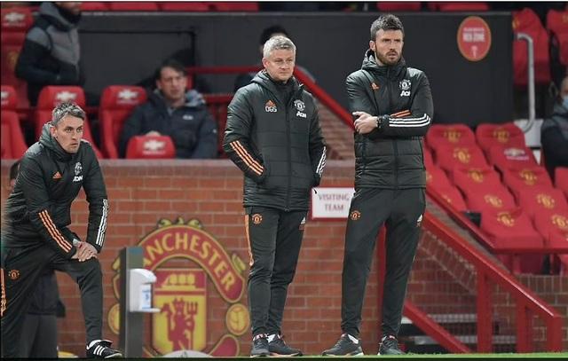 HLV Solskjaer: Man Utd thua vì biếu cho Liverpool hai bàn thắng - 4