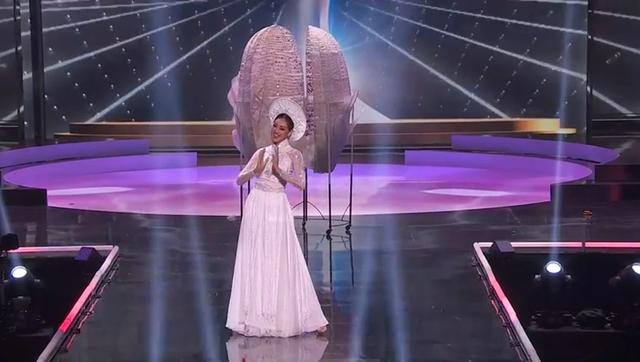 Khánh Vân hoàn tất đêm thi trang phục dân tộc ở Hoa hậu Hoàn vũ - 2