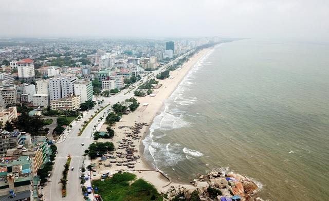 Thành phố biển Sầm Sơn ngủ đông ngay những ngày đầu hè - 12