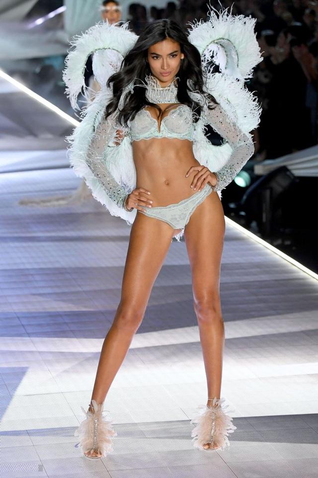 Cơ bụng đáng ngưỡng mộ của siêu mẫu nội y Kelly Gale - 6