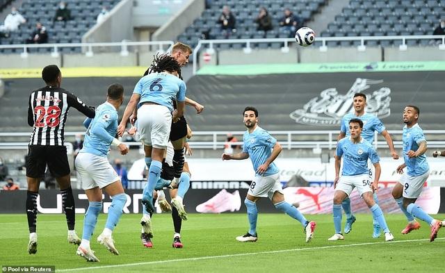 Ferran Torres lập hattrick trong chiến thắng nghẹt thở của Man City - 1