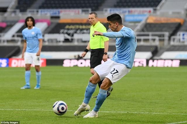 Ferran Torres lập hattrick trong chiến thắng nghẹt thở của Man City - 2