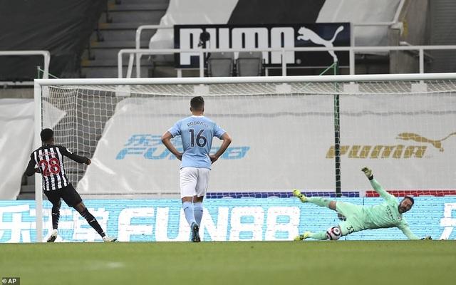 Ferran Torres lập hattrick trong chiến thắng nghẹt thở của Man City - 6
