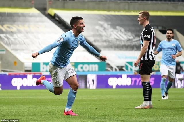 Ferran Torres lập hattrick trong chiến thắng nghẹt thở của Man City - 11