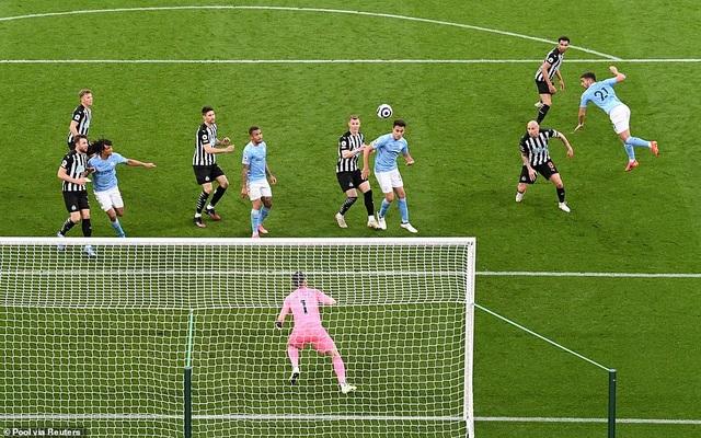 Ferran Torres lập hattrick trong chiến thắng nghẹt thở của Man City - 8