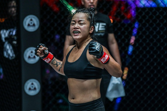 Chiến đấu quả cảm, nữ võ sĩ gốc Việt quật ngã quái vật Ấn Độ - 1