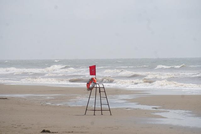 Thành phố biển Sầm Sơn ngủ đông ngay những ngày đầu hè - 16