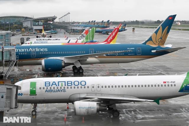 Sốc vì Covid: 79.000 hành khách tháo chạy, sân bay không một bóng người! - 3