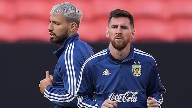 Barcelona chiêu mộ hợp đồng đình đám Aguero, Messi mừng thầm - 2