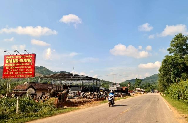 Đi trên con đường Hồ Chí Minh đoạn qua xã Kỳ Tân nhiều người sẽ thấy Doanh nghiệp tư nhân Giang Giang mở xưởng sửa chữa ô tô cũ.