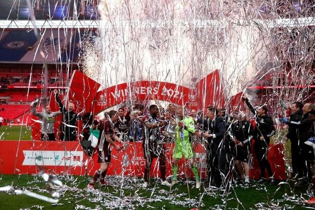 Sau 137 năm chờ đợi, Leicester đã ghi tên vào lịch sử FA Cup - 12