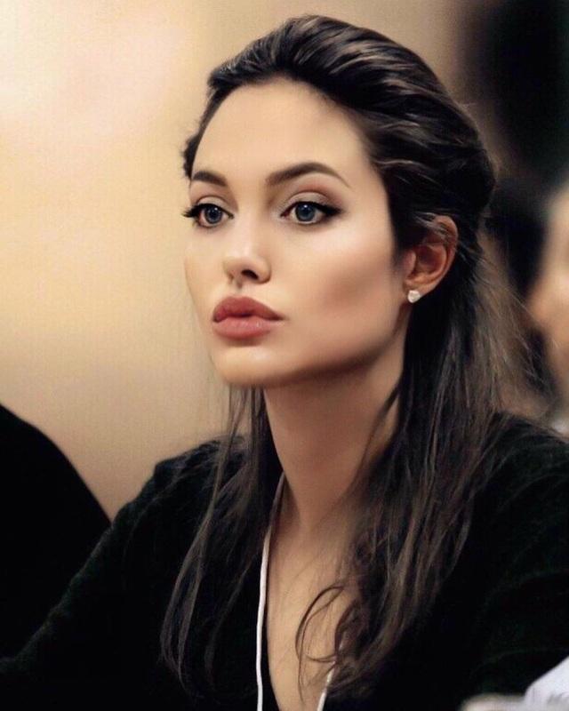 Lịch sử tình ái nổi tiếng của Angelina Jolie trước khi quyết định độc thân - 1