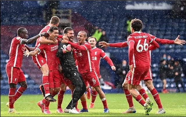 Vì sao thủ thành Alisson Becker khóc nức nở sau bàn thắng để đời? - 2
