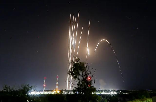 Kho vũ khí phía sau mưa tên lửa của Hamas trút xuống Israel - 1