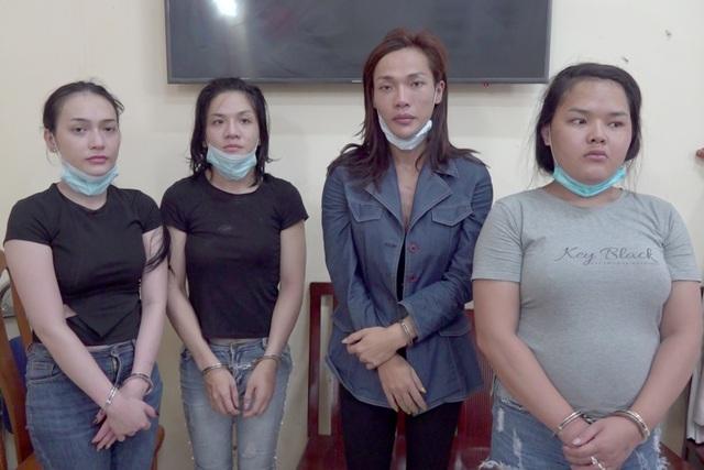 Băng trộm chuyển giới chuyên móc túi du khách ở trung tâm Sài Gòn - 1