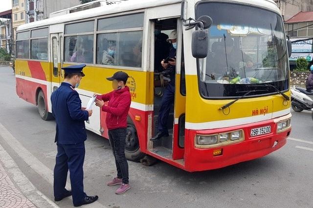 Hà Nội thông báo khẩn tìm người đi chuyến xe bus liên quan ca Covid-19 - 1