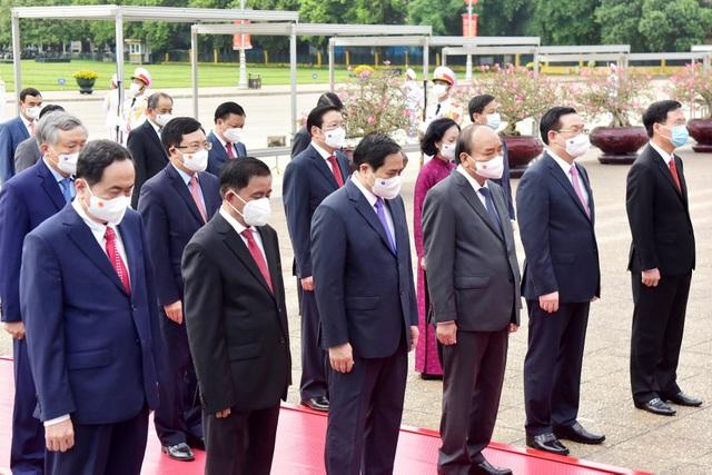 Đoàn lãnh đạo Đảng, Nhà nước vào Lăng viếng Chủ tịch Hồ Chí Minh - 4