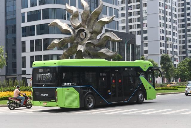 Xe buýt điện VinBus chạy thử nghiệm trên phố Hà Nội, bắt đầu với 3 tuyến - 2