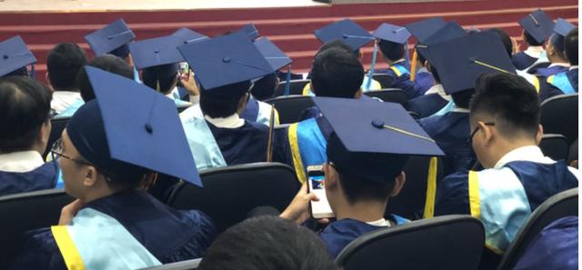 Phía sau câu chuyện sinh viên giấu bằng đại học để chuyển nghề - 1