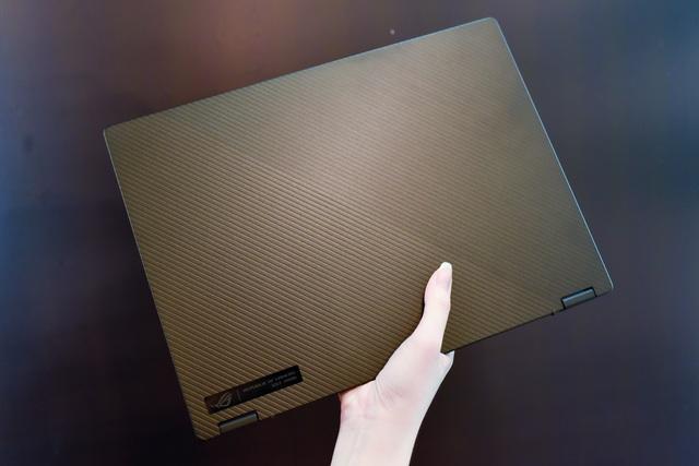 Cận cảnh ROG Flow X13: laptop gaming mỏng nhẹ, xoay gập 360 độ - 1