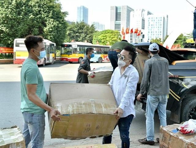 Ca sĩ Tùng Dương trao 460 triệu đồng ủng hộ Bắc Ninh, Bắc Giang - 1
