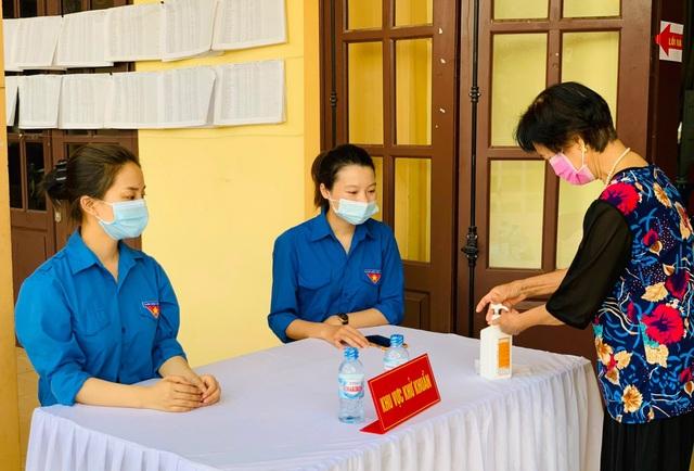 Thanh niên Thủ đô hăng hái ra quân hỗ trợ các điểm bầu cử - 9