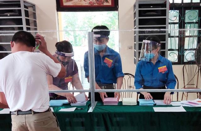 Thanh niên Thủ đô hăng hái ra quân hỗ trợ các điểm bầu cử - 3