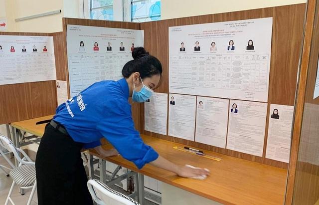 Thanh niên Thủ đô hăng hái ra quân hỗ trợ các điểm bầu cử - 2