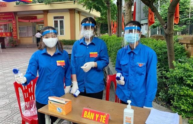 Thanh niên Thủ đô hăng hái ra quân hỗ trợ các điểm bầu cử - 1