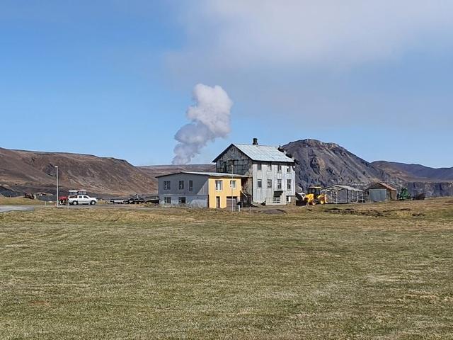 Núi lửa 6.000 năm mới phun trào được… rao bán - 2