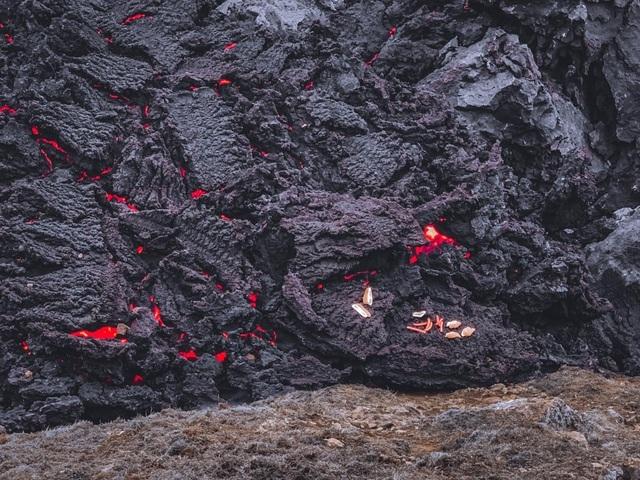 Núi lửa 6.000 năm mới phun trào được… rao bán - 4