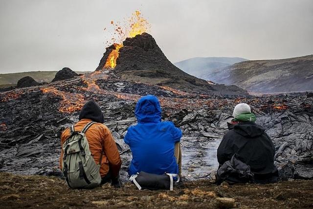 Núi lửa 6.000 năm mới phun trào được… rao bán - 5