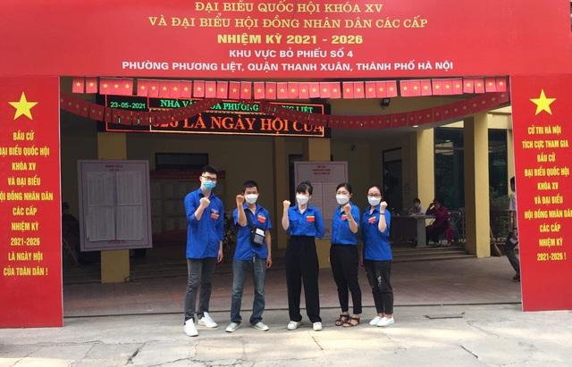 Thanh niên Thủ đô hăng hái ra quân hỗ trợ các điểm bầu cử - 8