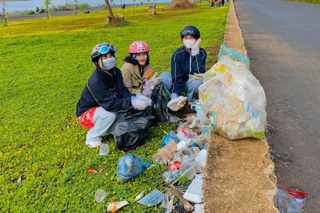 Nhiều người ý thức kém, nữ sinh 17 tuổi kêu gọi nhặt rác ở hồ Ea Kao - 5