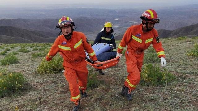 Nhân chứng miêu tả cảnh kinh hoàng trên đường đua tử thần ở Trung Quốc - 1