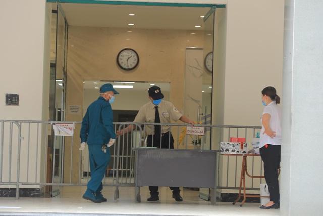 5 chung cư ở Hà Nội bị phong tỏa trong một ngày - 3