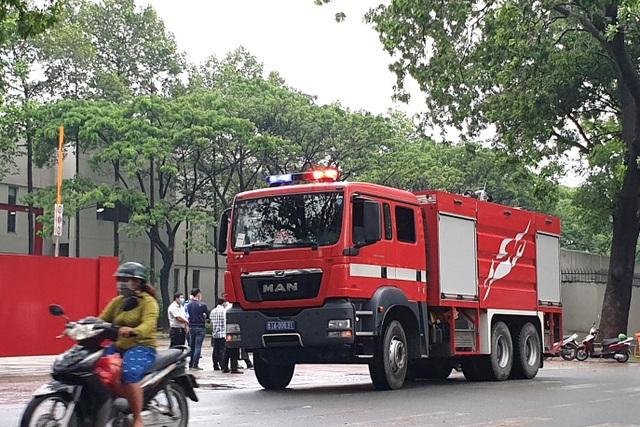 Ngộ độc khí gas, gần 100 công nhân ngất xỉu - 2