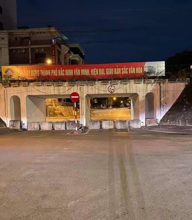 TP Bắc Ninh xếp gạch, bê tông, dàn hàng ô tô chốt cứng mọi ngả đường - 4