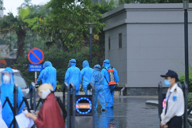 5 chung cư ở Hà Nội bị phong tỏa trong một ngày - 1