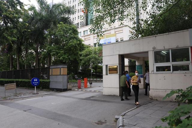 Trường hợp bị sốt có kết quả âm tính, cán bộ Bộ TN-MT được rời trụ sở - 1
